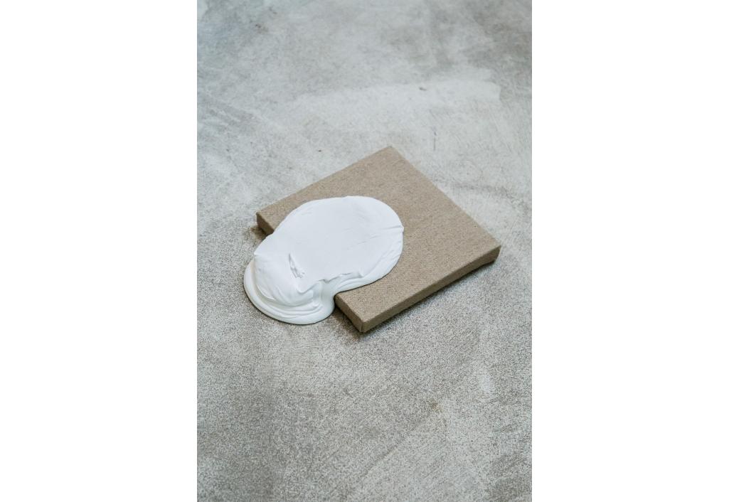 Mini 05 - White in beige