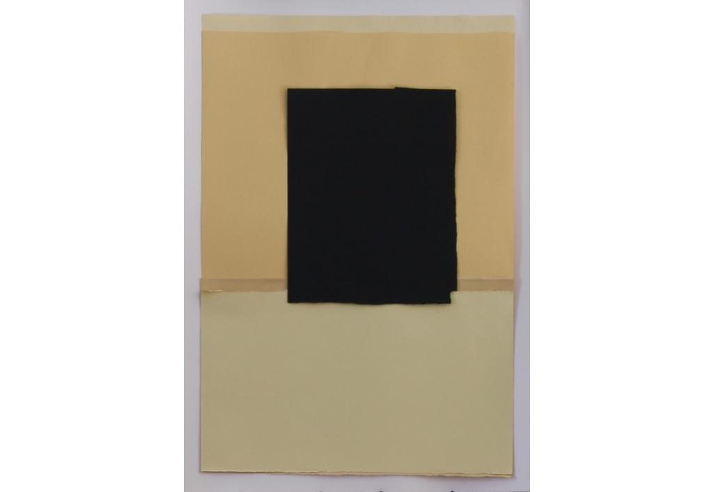 Papiers déchirés noir jaune orangé