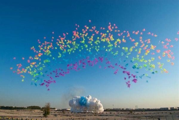 Très réputé pour son travail, l'artiste a déjà créé plusieurs oeuvres pyrotechniques pour divers événements ou institutions.