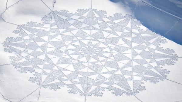Zeuxis présente les fresques enneigées de Simon Beck